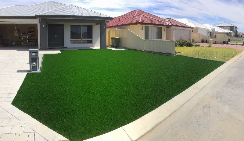 fake turf installen in front yard in ellenbrook